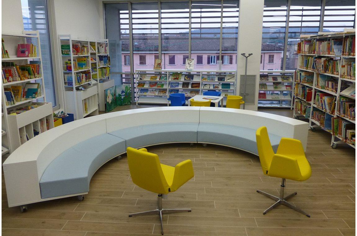 "Biblioteca civica ""Eugenio Bertuetti"" di Gavardo, Italië - Openbare bibliotheek"