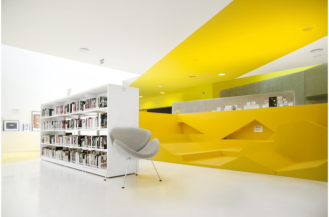 Centre Culturel (Médiathèque) d'Isbergues, France - Bibliothèque municipale