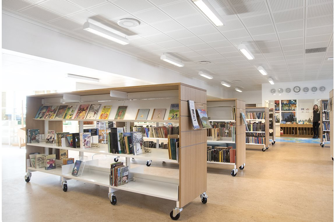 Engstrandskolen, Hvidovre, Denmark - School libraries