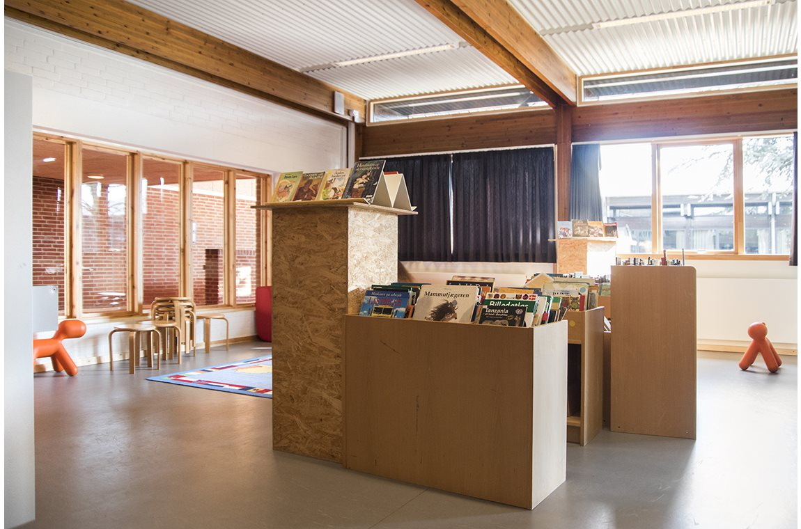 Pilehaveskolen, Vallensbæk, Denmark - School libraries