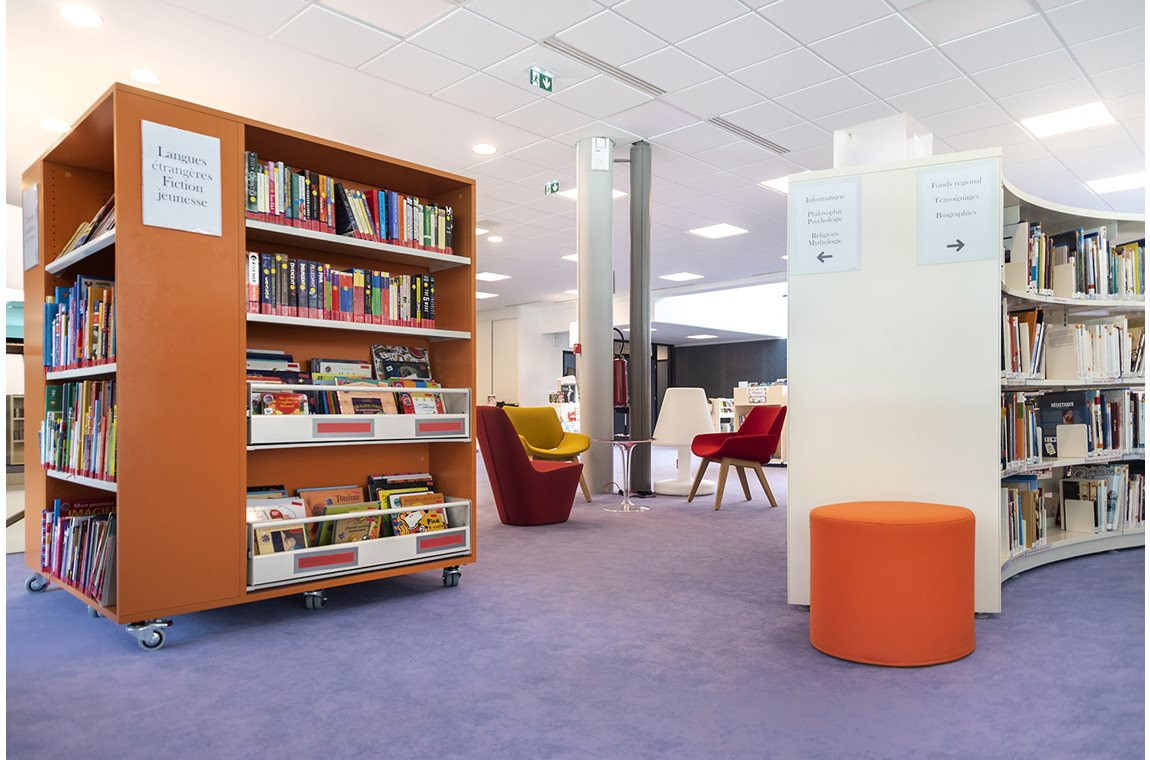 Saint-Amand-les-Eaux Public Library, France - Public libraries